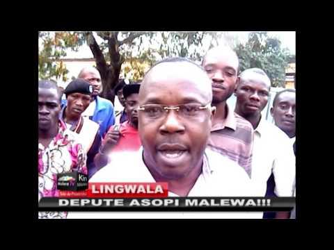 RDC: La dégradation des mœurs d'un Politicien congolais, le Député  JEAN JACQUES MUTUALE jette la nourriture d'une femme