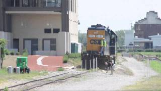 Video A Man Tries His Best to Get Hit by a Train- CSX Switching Lehigh Cement in Richmond, VA MP3, 3GP, MP4, WEBM, AVI, FLV Agustus 2019