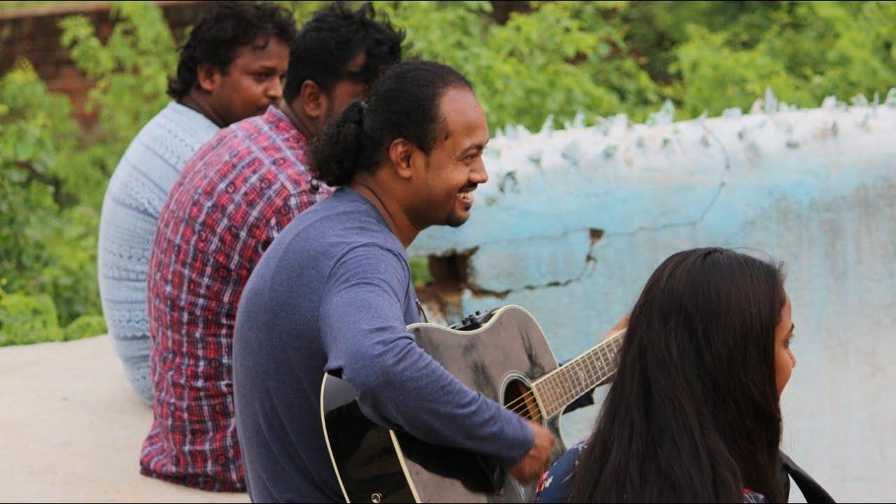Guitar intro of Aankh hai bhari bhari aur tum(TAKH, Bollywood song)