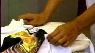 Aula experimental sobre remoção de manchas amareledas, com a Profa. Clébia Freitas e aluna Natália Vieira, ambas do curso de Economia Domética da UFC. Report...