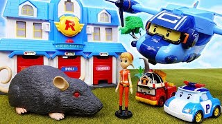 Video A Giant Rat Is Here~! Robocar Poli, It's A Rescue Mission - ToyMart TV MP3, 3GP, MP4, WEBM, AVI, FLV Desember 2017