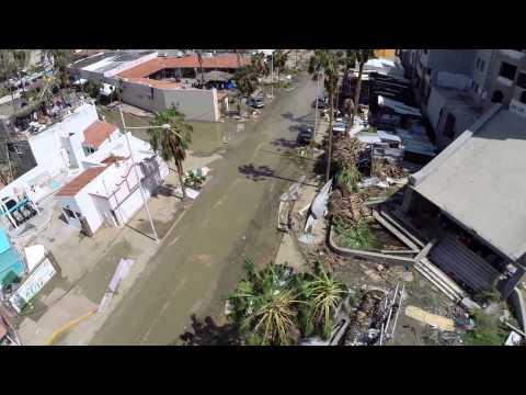 Cabos - Una parte de los daños causados por el paso del huracán ODILE en Cabos San Lucas. Deseamos de corazón que muy pronto atraviesen esta prueba y todo BCS se lev...