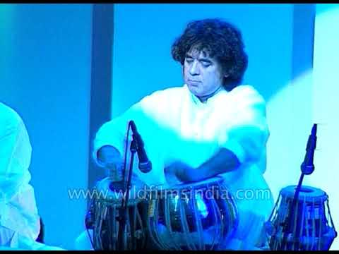 Video Tabla solo virtuoso performance by Maestro Zakir Hussain download in MP3, 3GP, MP4, WEBM, AVI, FLV January 2017