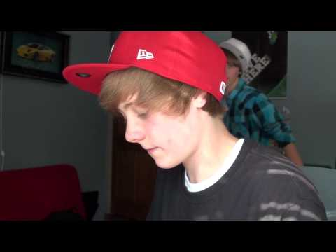 justin bieber fail pic. Justin Bieber - NEW Youtube