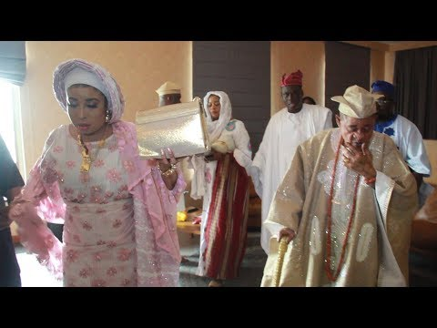 Download THE MOMENT LIZZY ANJORIN TAKE THE BLESSING OF ALAAFIN OYO OBA LAMIDI ADEYEMI AND HIS MOTORCADE