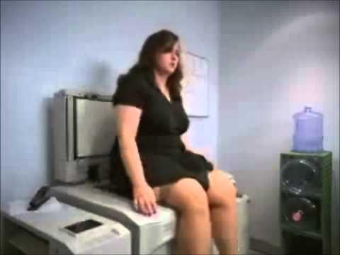 Pub comique La photocopieuse révèle parfois de drôles de surprises....