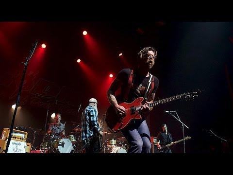 Γαλλία: Συγκινητική συναυλία των Eagles of Death Metal στο Παρίσι