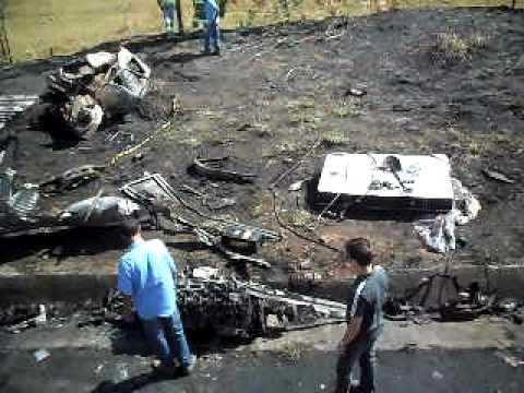 Motoristas morrem carbonizados em acidente - Parte 2