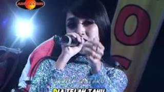 Video Rina Amelia - Lilin Lilin Putih (Official Music Video) - The Rosta - Aini Record MP3, 3GP, MP4, WEBM, AVI, FLV April 2018