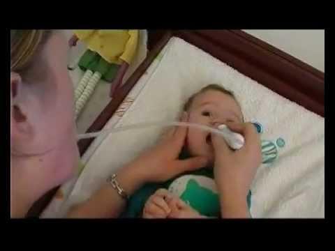 Laver le nez de bébé