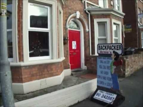 Video av Arnies Backpackers