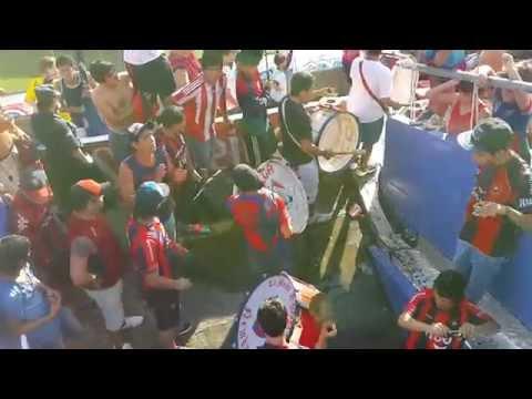 Recibimiento, con los bombos y lo trapos. (CERRO EN HD 2015) - La Plaza y Comando - Cerro Porteño