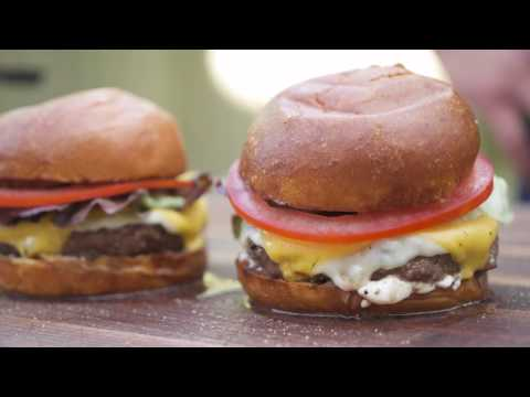 How to Make Mind Blowingly Delicious Burgers with Sous Vide (видео)