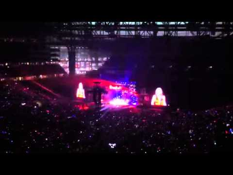 Mean in Detroit at Ford Field Red Tour