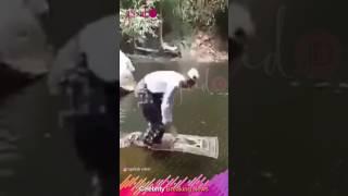 Video Orang Ini Sholat di Atas Air, Lihat Apa yang Terjadi Selanjutnya MP3, 3GP, MP4, WEBM, AVI, FLV Agustus 2017