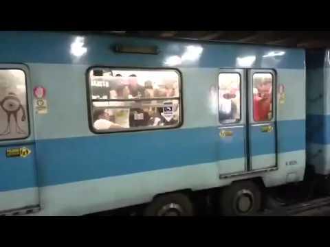 Hinchas de Colo-Colo en el Metro de Santiago - Garra Blanca - Colo-Colo