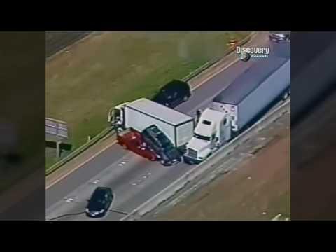 Американские дальнобойщики уходят от погони - DomaVideo.Ru