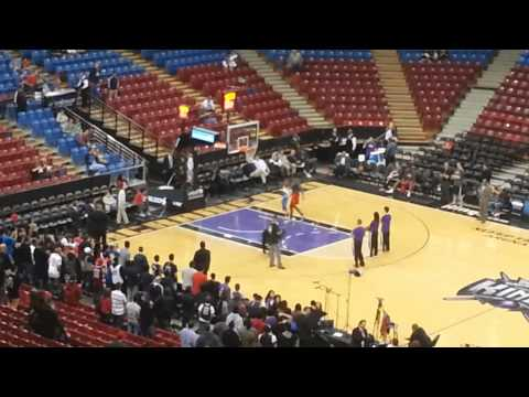 Little kid beats Dwight Howard one-on-one with a unique move