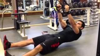 Rudern mit beiden Armen mit TRX-klasse Übung für einen starken Rücken!