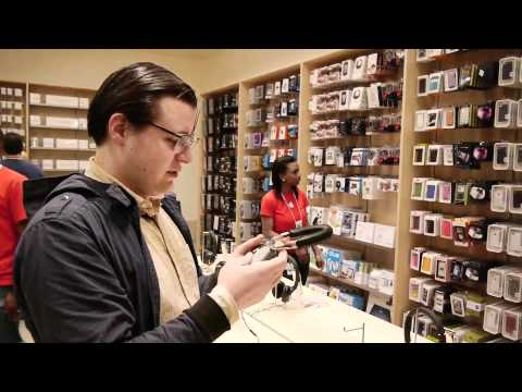 Apple store grand central stat - Paul Miller visits the new Grand Central Apple Store in New York City. Watch the full episode: http://www.theverge.com/2011/12/12/2630911/on-the-verge-episod...