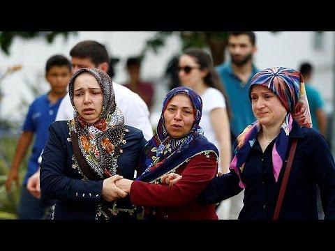 Κωνσταντινούπολη: Δραματικές ώρες για τους συγγενείς των θυμάτων