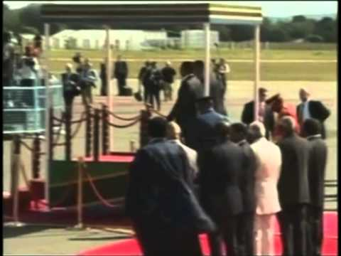 Obama arrives to fanfare in Tanzania