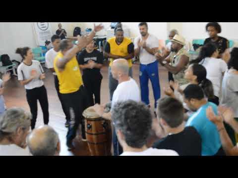 Capoeira Mestre Ediandro cantando parte 02 (видео)