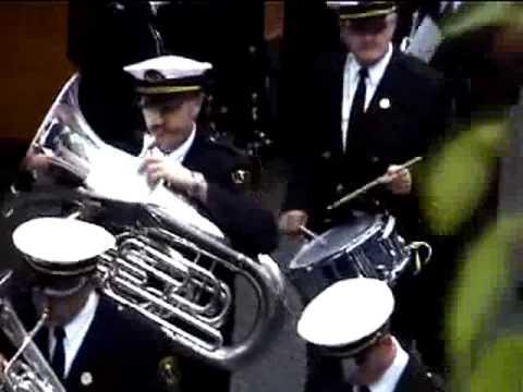 氣勢滂礡的樂隊,結果吹出來的音樂大家都笑了…