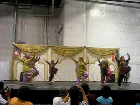 setindia - ASD Girls Bhangra, entertainment set, India Day Novi 2009 Detroit, MI. Karan Singh on dhol.