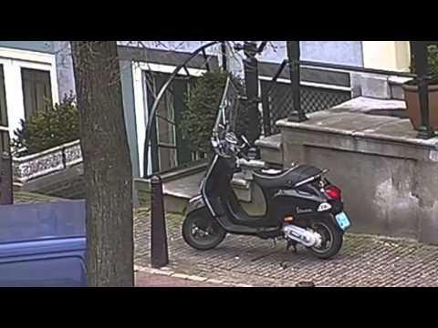 gestolen - Samenvatting van de uitzending van Powlitie van Powned. In deze uitzending wordt aangetoond dat het terugvinden van een scooter eenvoudig is door middel van ...