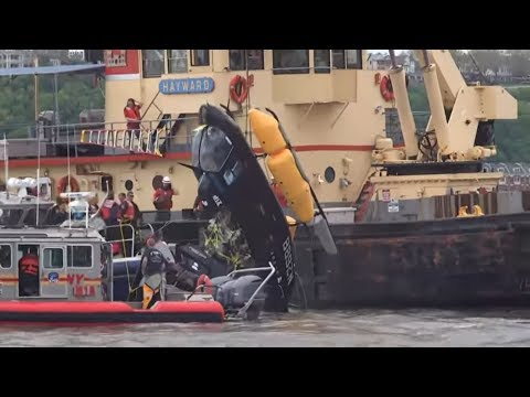 New York: Hubschrauber stürzt in den Hudson River