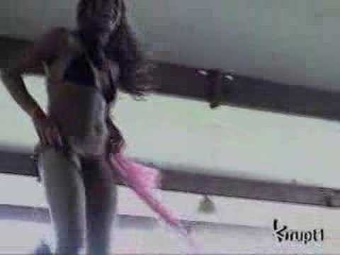 Chica HOT bailando en bikini