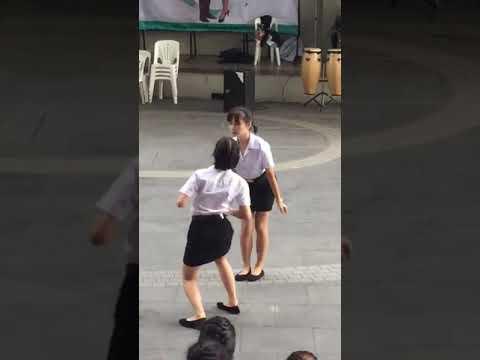 Khi bạn éo có khiếu mà vẫn bị bắt lên diễn :))  Điệu nhảy hot nhất năm 2018 :))