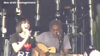 Video Lea Simanjuntak & Iwan Fals - Awang Awang (Konser 3R#3 Aluminium) MP3, 3GP, MP4, WEBM, AVI, FLV September 2018