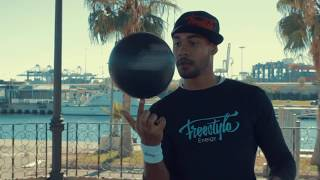 Zoom on the EnergyGlobe - Freestyle Soccer Balloon