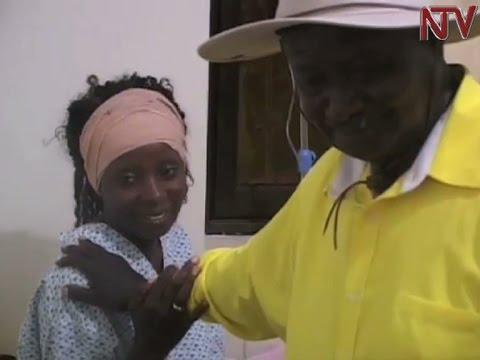 "Museveni visits Phina ""Masanyalaze"" Mugerwa in hospita"