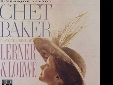 Tekst piosenki Chet Baker - On the Street Where You Live po polsku