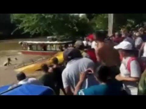 Λεωφορείο έπεσε σε ποτάμι – Οκτώ νεκροί