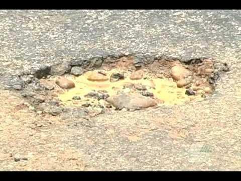 Buracos na estrada entre Araçuaí e Virgem da Lapa - 09-12-11 - TV Araçuaí.VOB