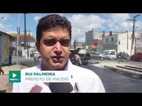 Rui Palmeira vistoria obras de recapeamento no Jaraguá