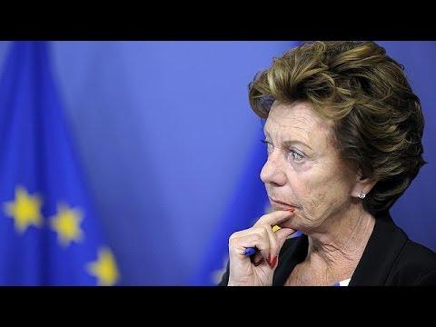 «Καίνε» πρώην Ευρωπαία Επίτροπο αποκαλύψεις για offshore στις Μπαχάμες