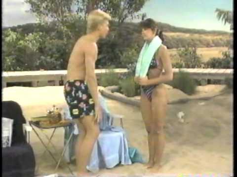 Jill Whitlow in a bikini (видео)
