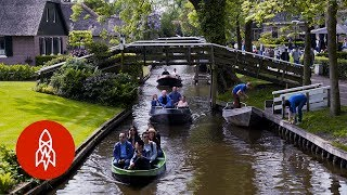 Most of us town-and-city dwellers spend our days pounding hard, paved ground. But in Giethoorn, Holland, residents float through...