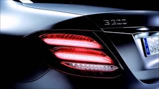 Hãng xe sang Đức đã chính thức giới thiệu thành viên mới nhất của dòng E-Class, đó là phiên bản All-Terrain, với mục tiêu cạnh tranh với các xe như Audi A6 Allroad và Volvo V90 Cross Country.Xe Mercedes E-Class All-Terrain về cơ bản là phiên bản gầm cao của kiểu xe wagon - E-Class Estate, với thiết kế vòm bánh lớn, lưới tản nhiệt trước mới, đi cùng hệ dẫn động 4 bánh 4Matic AWD là trang bị tiêu chuẩn.Phiên bản E-Class All-Terrain này cũng được trang bị hệ thống treo khí nén Air Body Control của Mercedes và gầm xe tăng thêm 35 mm. Như vậy có nghĩa là xe có gầm cao 156 mm khi hệ thống treo cài ở chế độ cao nhất.Chi tiết hơn tại: http://www.xe-oto.com/phien-ban-terrain-hoan-toan-moi-cua-mercedes-e-class/Youtube Keyword------------------------------mercedes e class,mercedes,dòng xe mercedes,sedan,mercedes e-class all-terrain,những hãng xe nổi tiếng thế giới,nên mua xe ô tô nào,