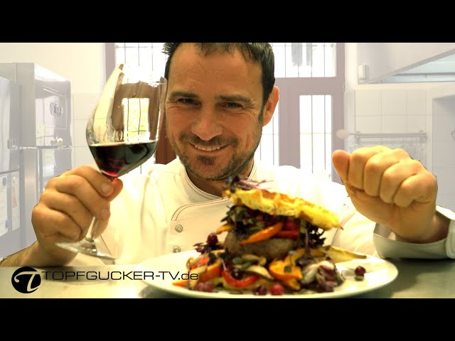 Kartoffel-Waffel-Burger mit Kalbsfleisch und Herbstgemüse