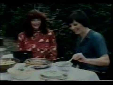 0 WTF?! Kate Bush discusses vegetarianism with Delia Smith. In 1980.