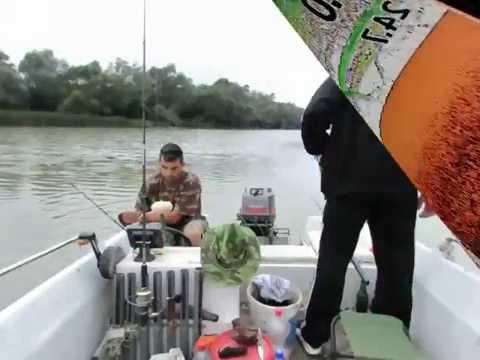 Pescuitul la Clonc, O partida pe o apa tulbure