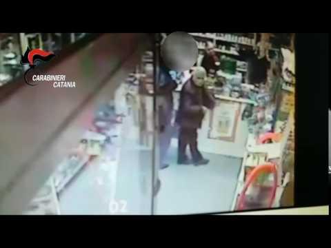 Terrore nel calatino, il video shock del rapinatore seriale