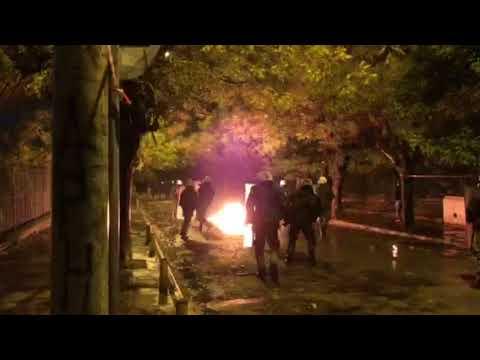 Video - Μολότοφ κατά του δικαστικού μεγάρου Πάτρας