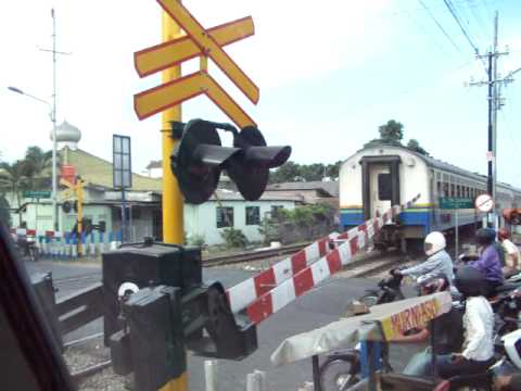 Baciro railroad crossing (Indonesian railroad crossing)